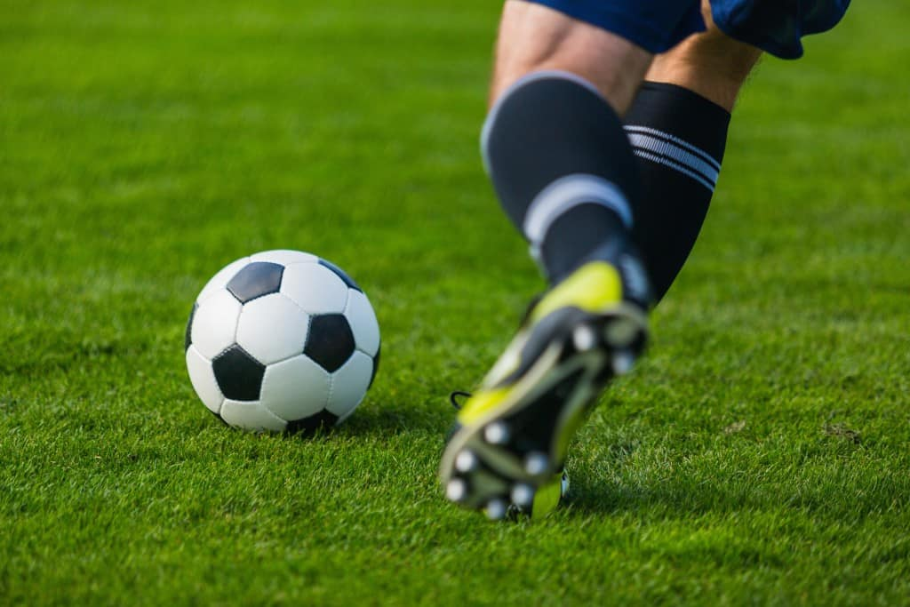 How to Cross a Soccer Ball - A Soccer Player's Complete ...
